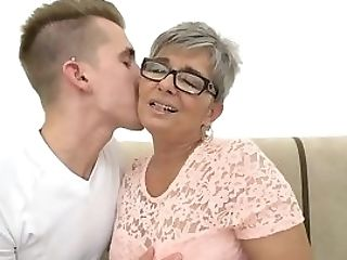 Spex Gilf Gives Deep Throat