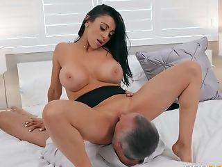 Keiran Lee Is Lucky To Fuck Audrey Bitoni On The Couch