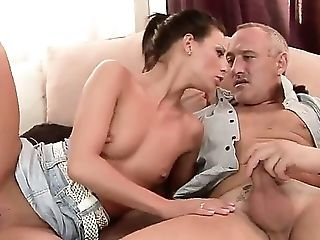 Sexy Black-haired Honey Likes Sucking Beef Whistle Before Getting Her Wide Open Cunt Drilled Hard