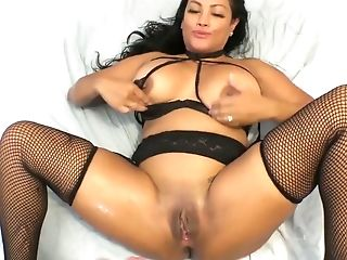 Sexy Curvy Hooker Maxine X Gargles A Dick And Gets Penetrated In Hot Point Of View