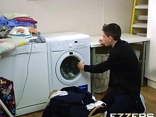 Valentina Ricci In Dirty Laundry Filthier Mummy