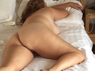 Bedroom Spycam Catches Naked Cougar