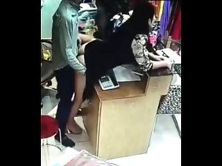 服装店老板偷情操服务员不小心被监控捕捉到了